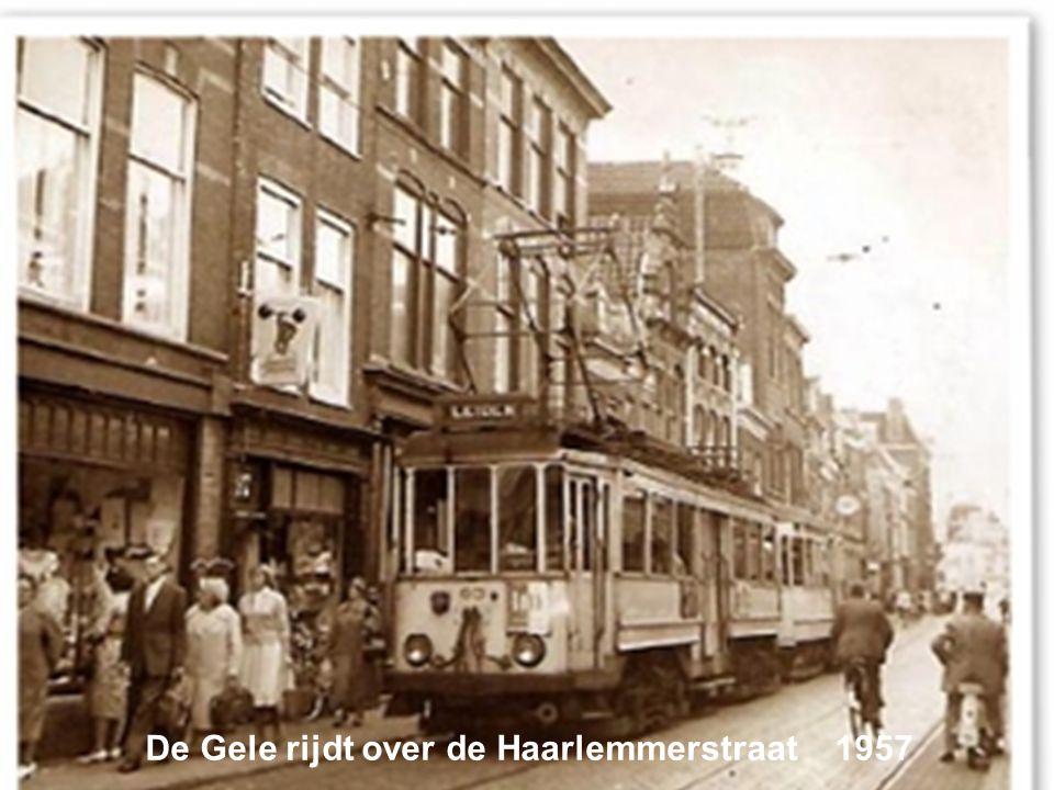 De Gele rijdt over de Haarlemmerstraat 1957