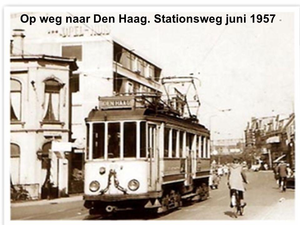 Op weg naar Den Haag. Stationsweg juni 1957