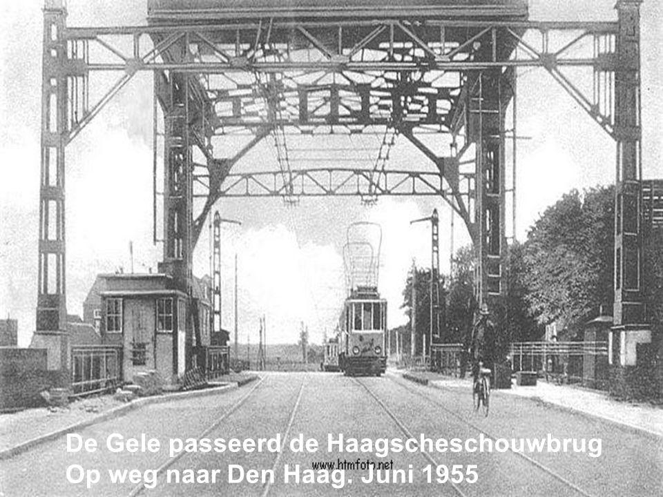 De Gele passeerd de Haagscheschouwbrug
