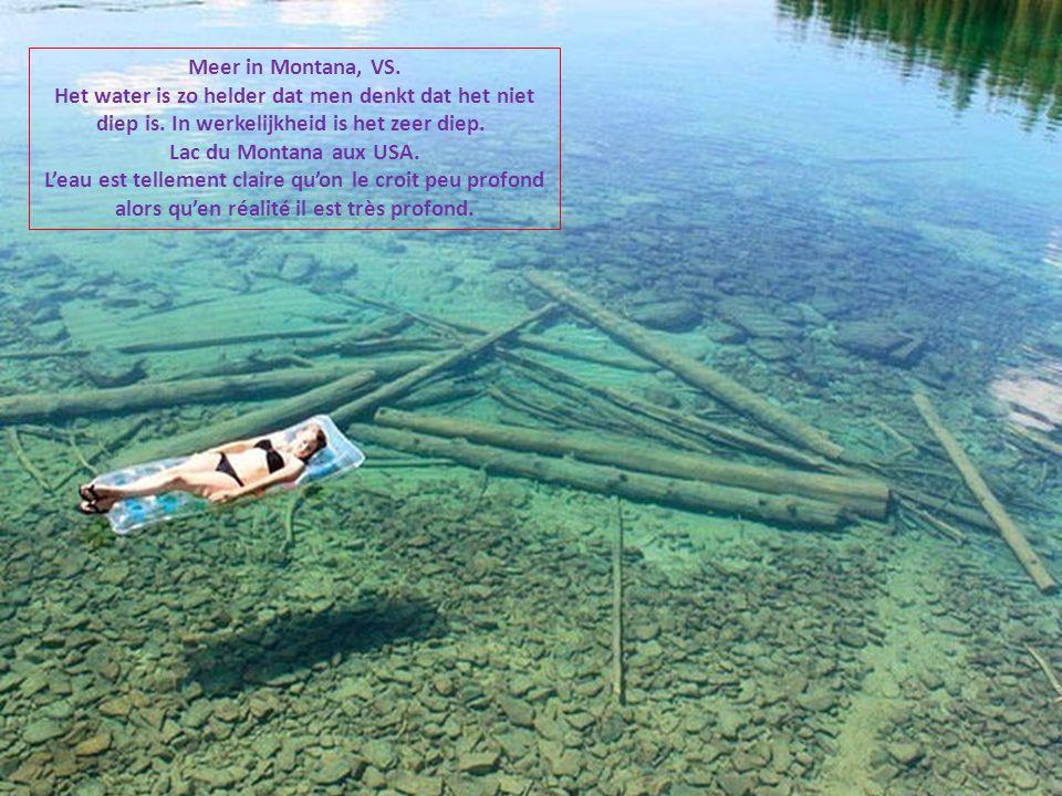 Meer in Montana, VS. Het water is zo helder dat men denkt dat het niet diep is. In werkelijkheid is het zeer diep.