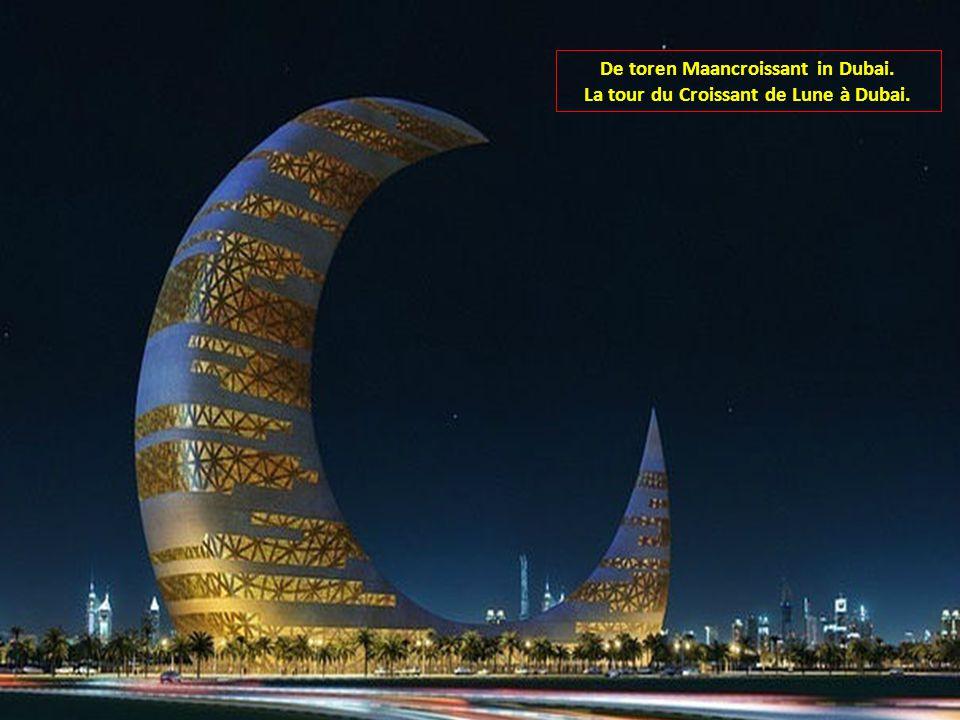 De toren Maancroissant in Dubai. La tour du Croissant de Lune à Dubai.