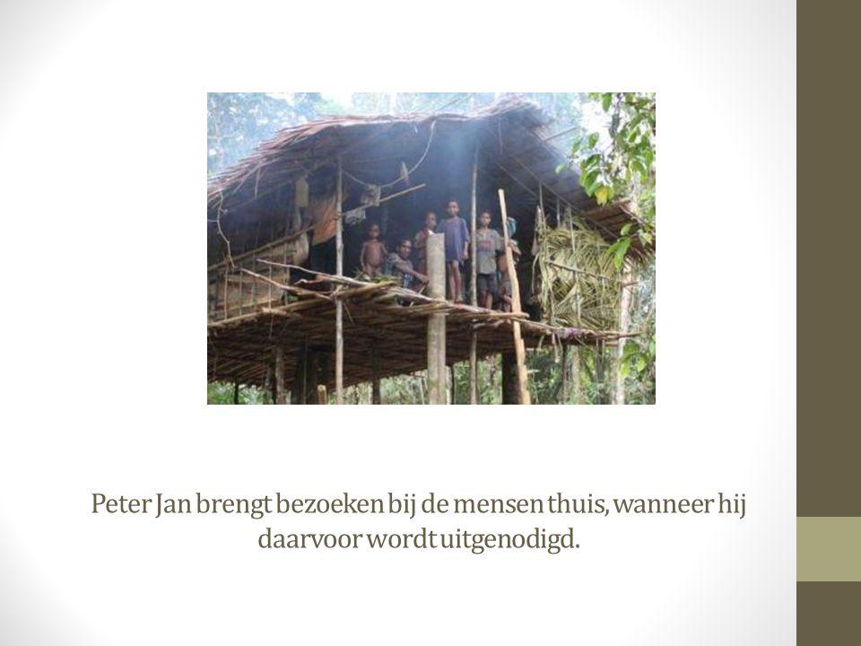 Peter Jan brengt bezoeken bij de mensen thuis, wanneer hij daarvoor wordt uitgenodigd.