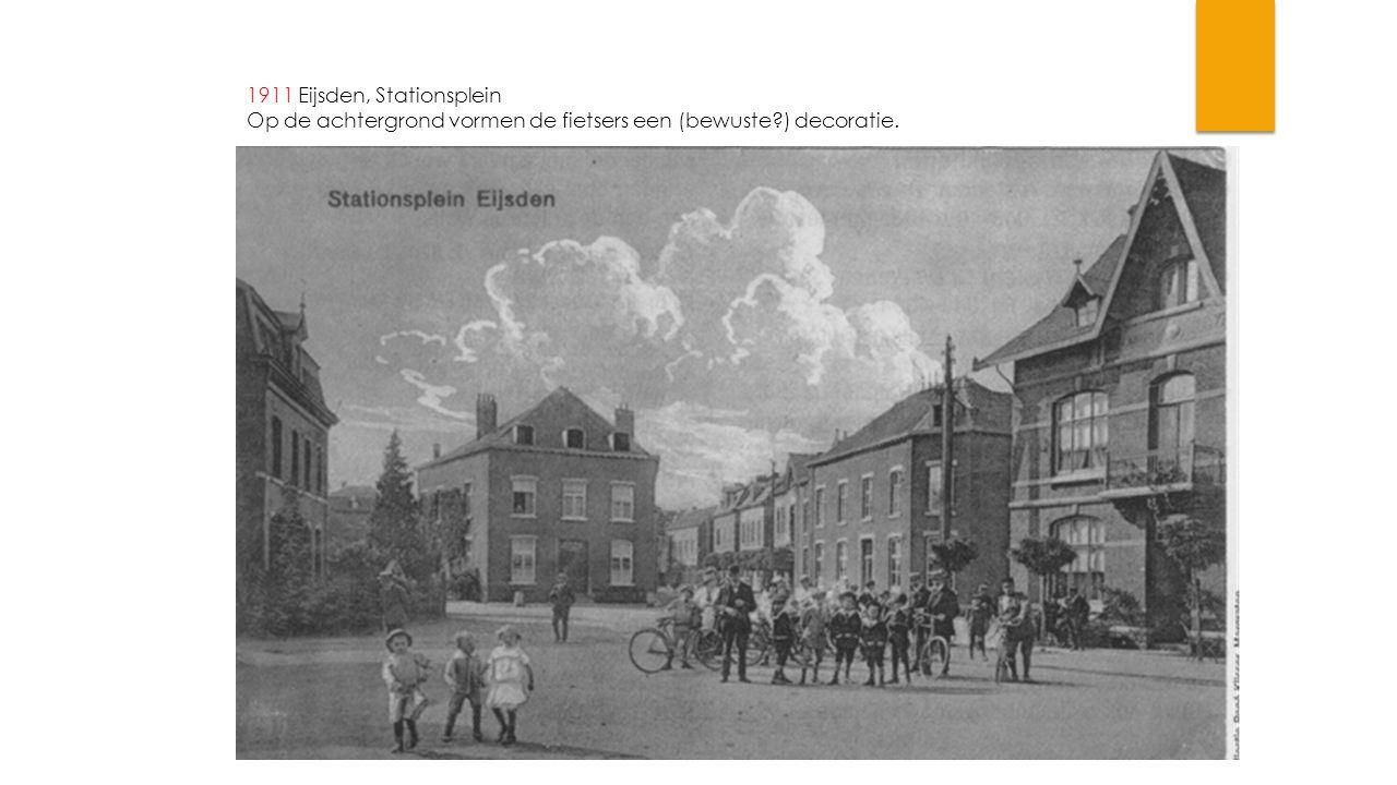 1911 Eijsden, Stationsplein Op de achtergrond vormen de fietsers een (bewuste ) decoratie.