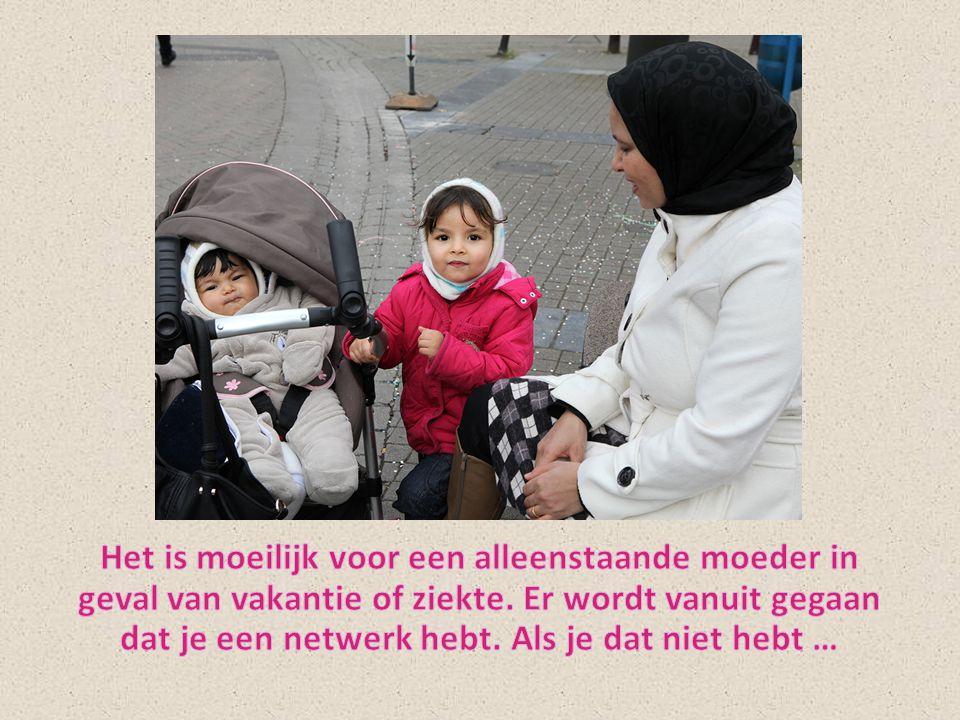 Het is moeilijk voor een alleenstaande moeder in geval van vakantie of ziekte.