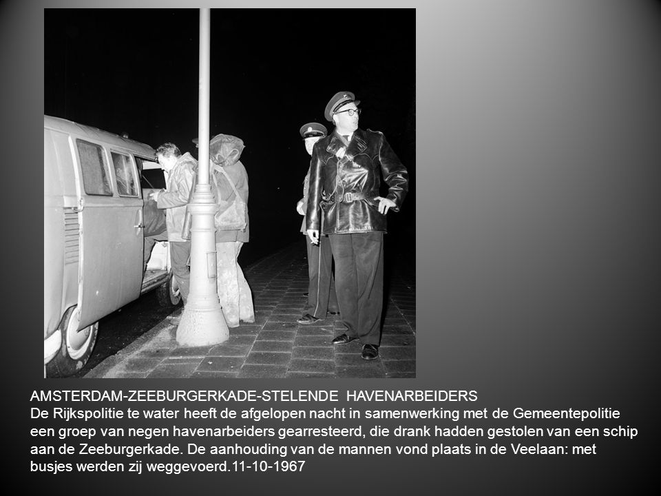 AMSTERDAM-ZEEBURGERKADE-STELENDE HAVENARBEIDERS