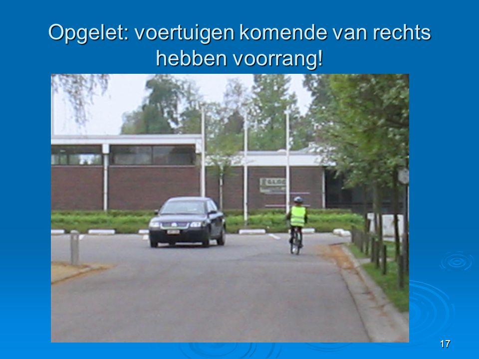 Opgelet: voertuigen komende van rechts hebben voorrang!