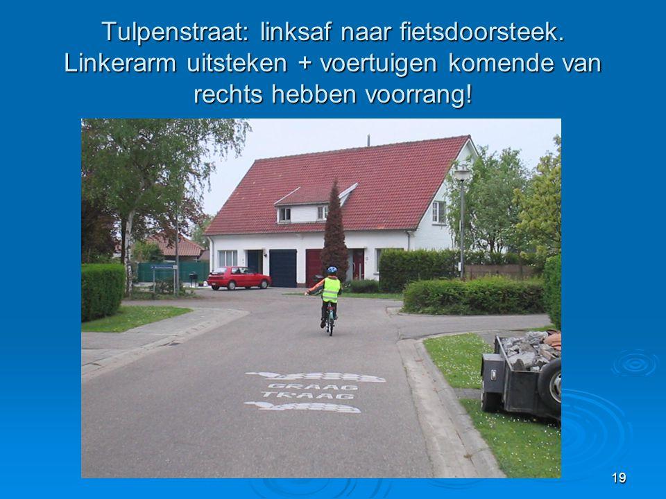 Tulpenstraat: linksaf naar fietsdoorsteek