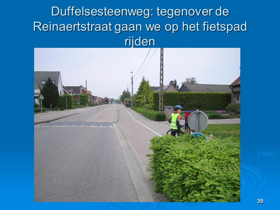 Duffelsesteenweg: tegenover de Reinaertstraat gaan we op het fietspad rijden