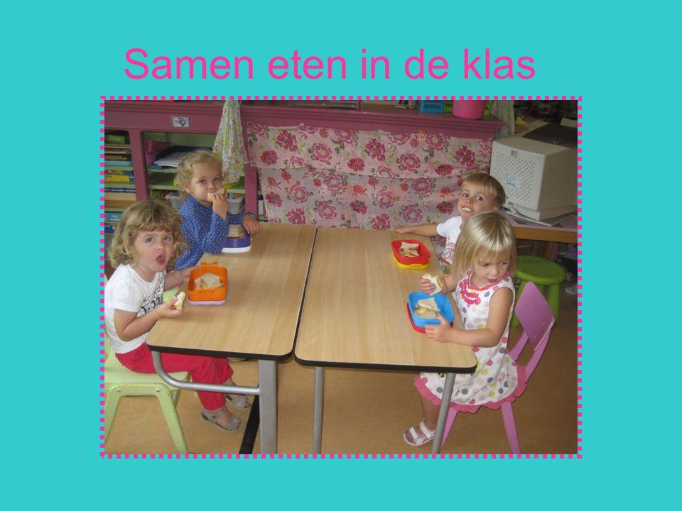Samen eten in de klas