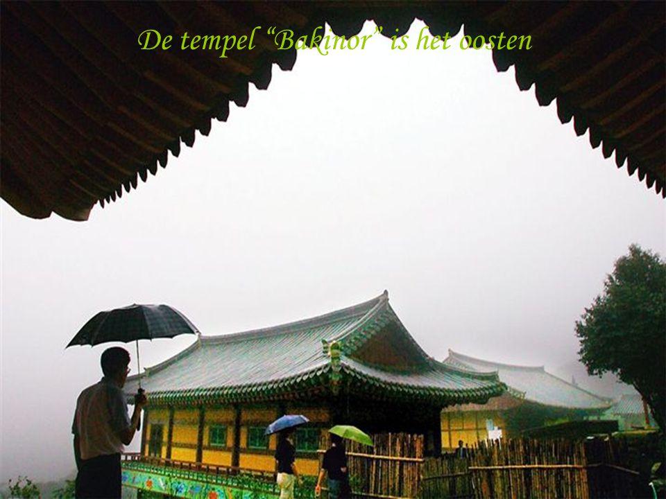 De tempel Bakinor is het oosten