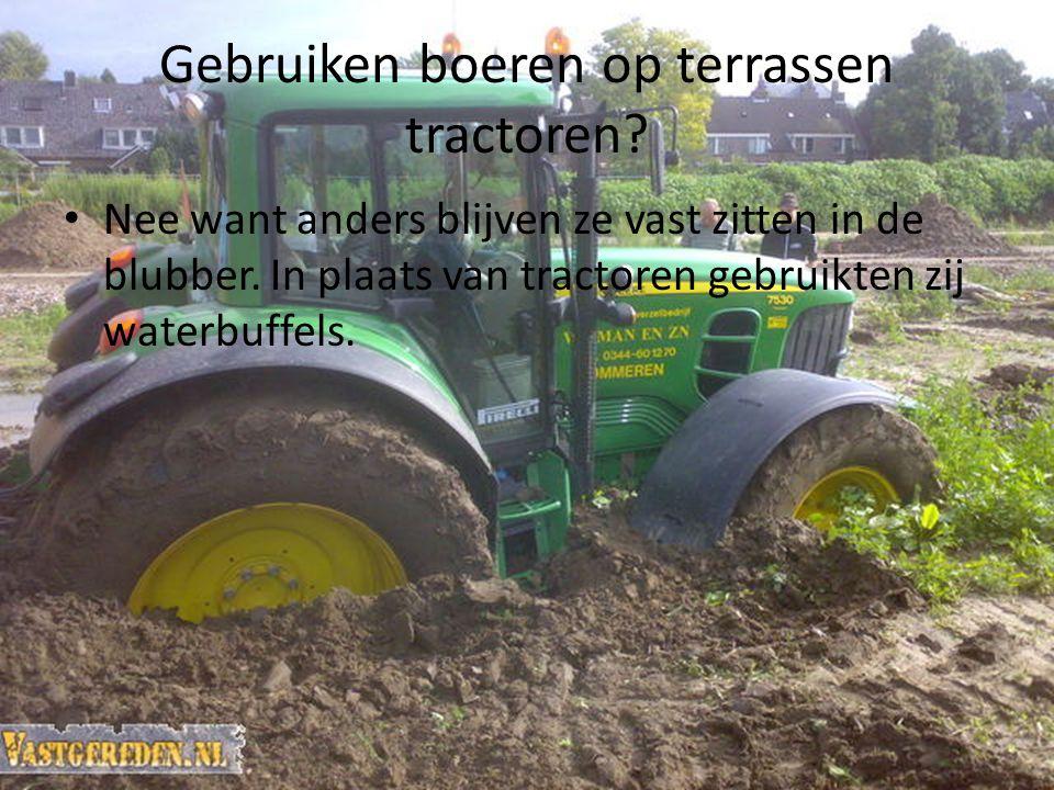 Gebruiken boeren op terrassen tractoren