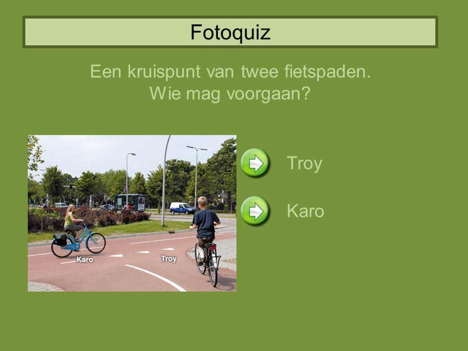 Een kruispunt van twee fietspaden.