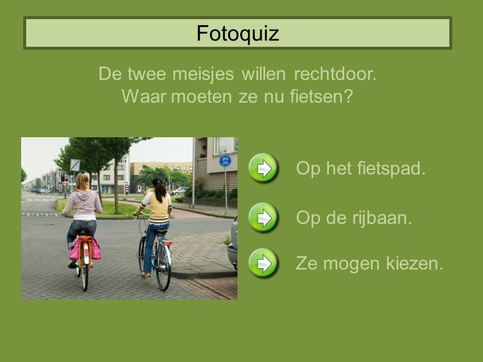 Fotoquiz De twee meisjes willen rechtdoor. Waar moeten ze nu fietsen