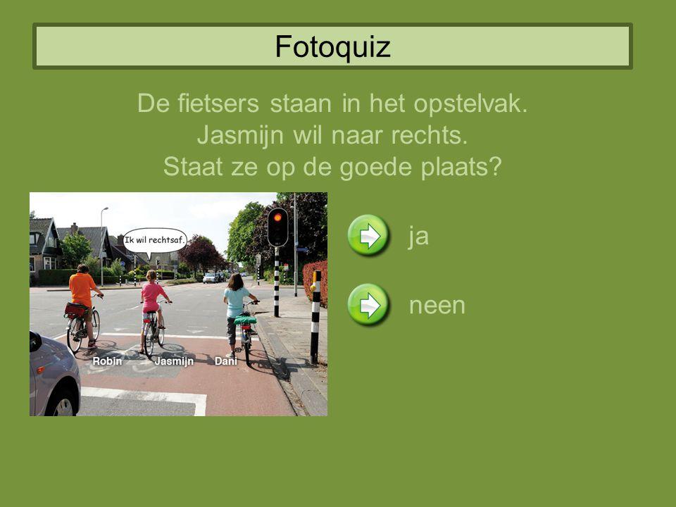Fotoquiz De fietsers staan in het opstelvak. Jasmijn wil naar rechts.