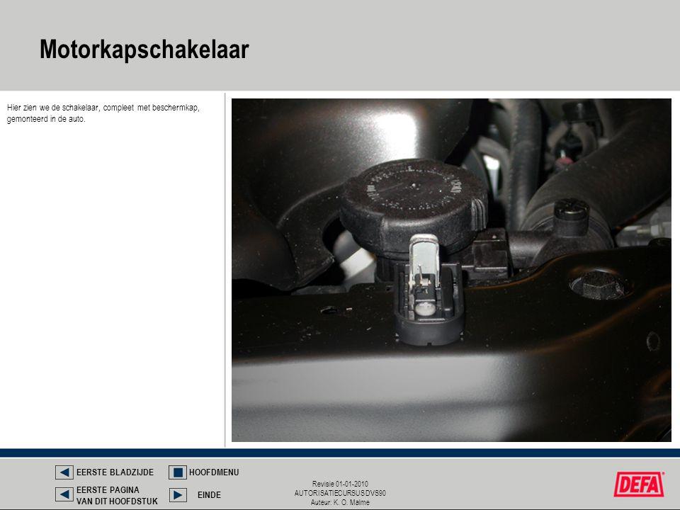 Motorkapschakelaar Hier zien we de schakelaar, compleet met beschermkap, gemonteerd in de auto. EERSTE BLADZIJDE.