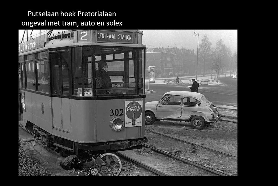 Putselaan hoek Pretorialaan ongeval met tram, auto en solex