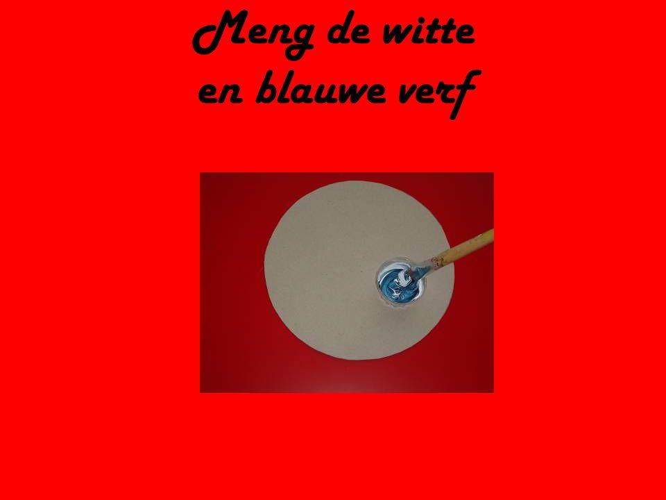 Meng de witte en blauwe verf