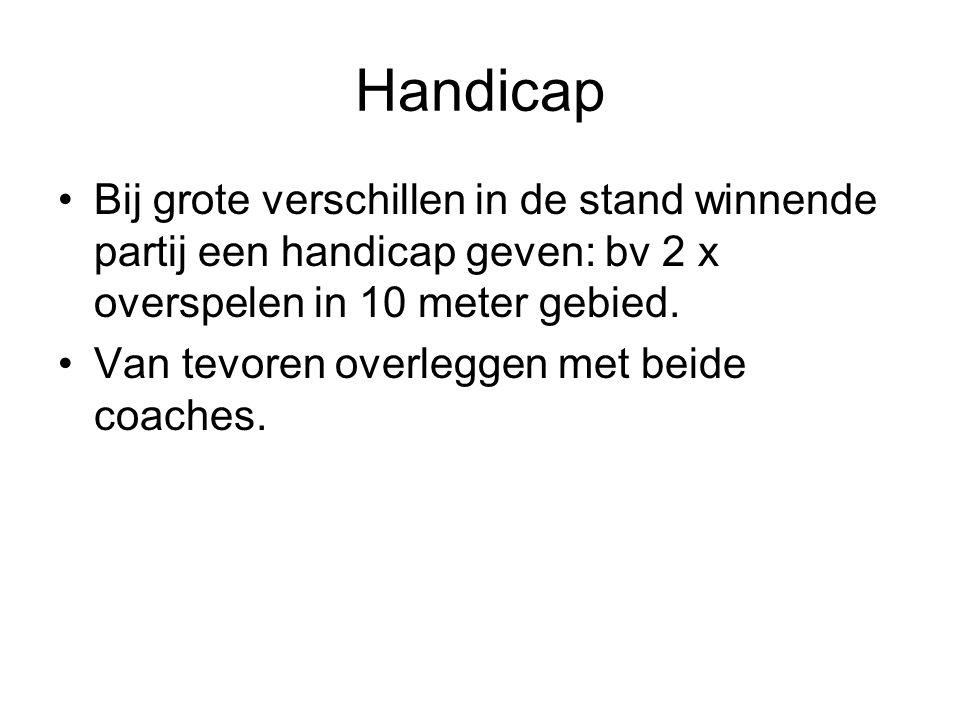 Handicap Bij grote verschillen in de stand winnende partij een handicap geven: bv 2 x overspelen in 10 meter gebied.