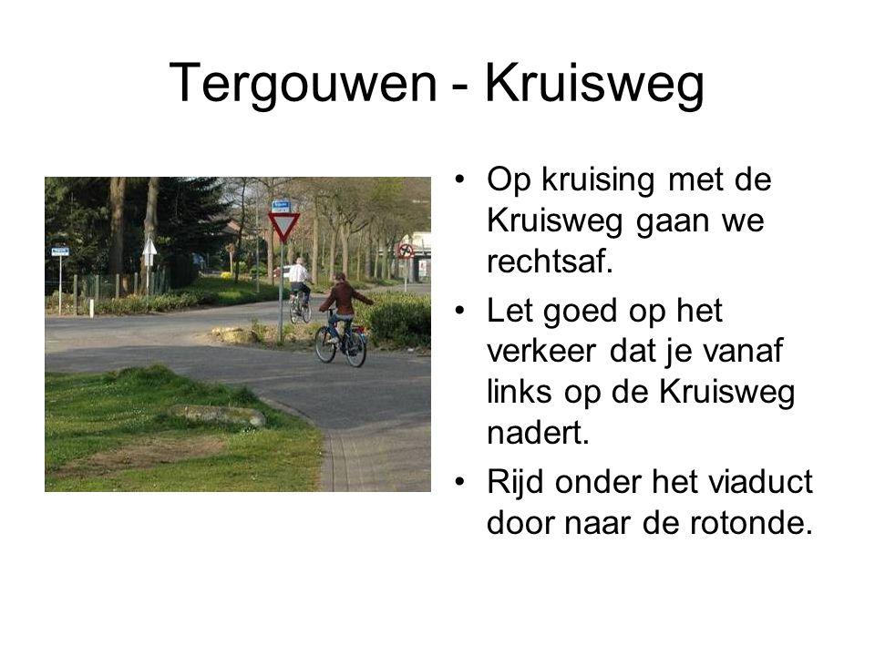 Tergouwen - Kruisweg Op kruising met de Kruisweg gaan we rechtsaf.