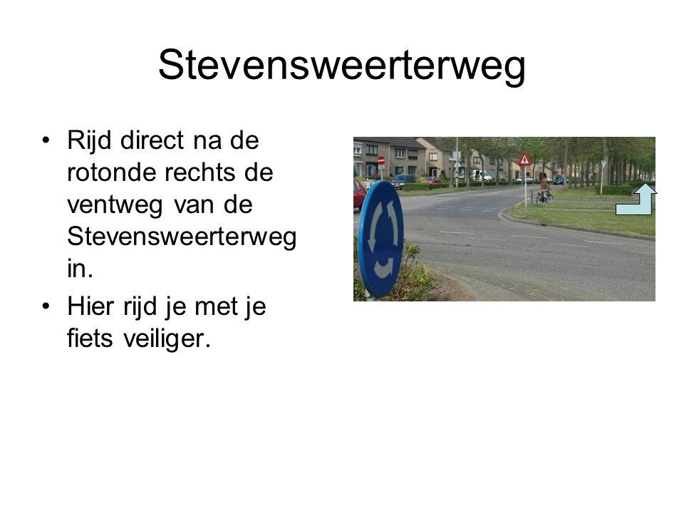 Stevensweerterweg Rijd direct na de rotonde rechts de ventweg van de Stevensweerterweg in.