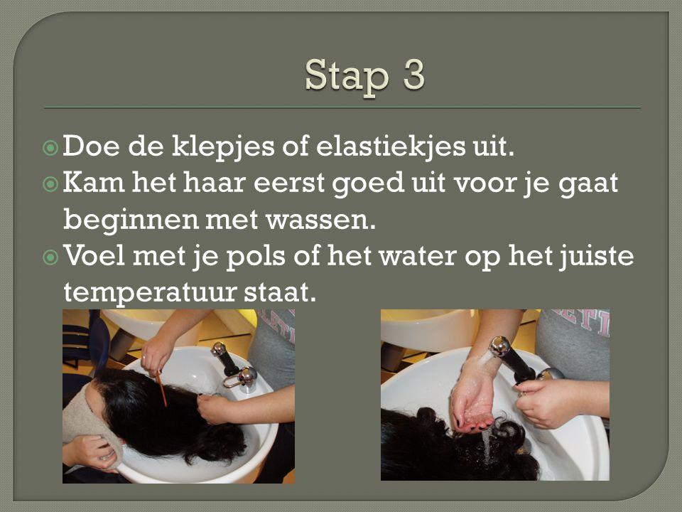 Stap 3 Doe de klepjes of elastiekjes uit.