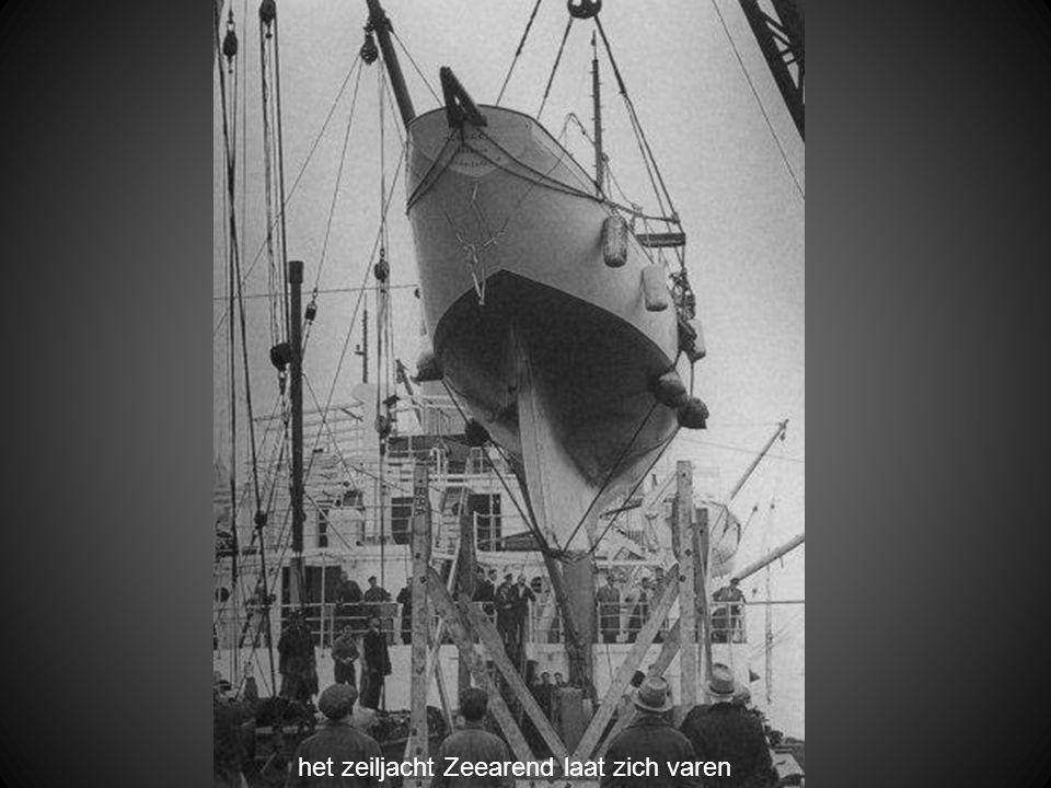 het zeiljacht Zeearend laat zich varen