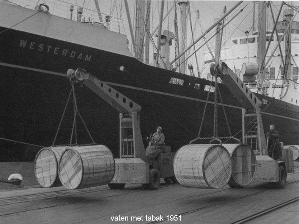 vaten met tabak 1951