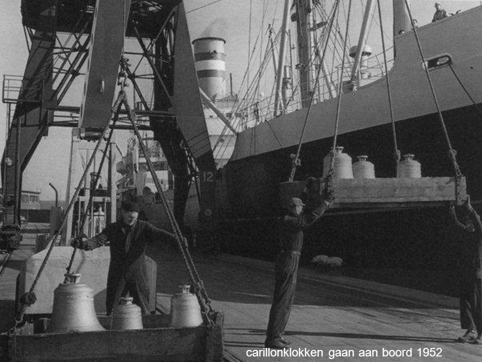 carillonklokken gaan aan boord 1952