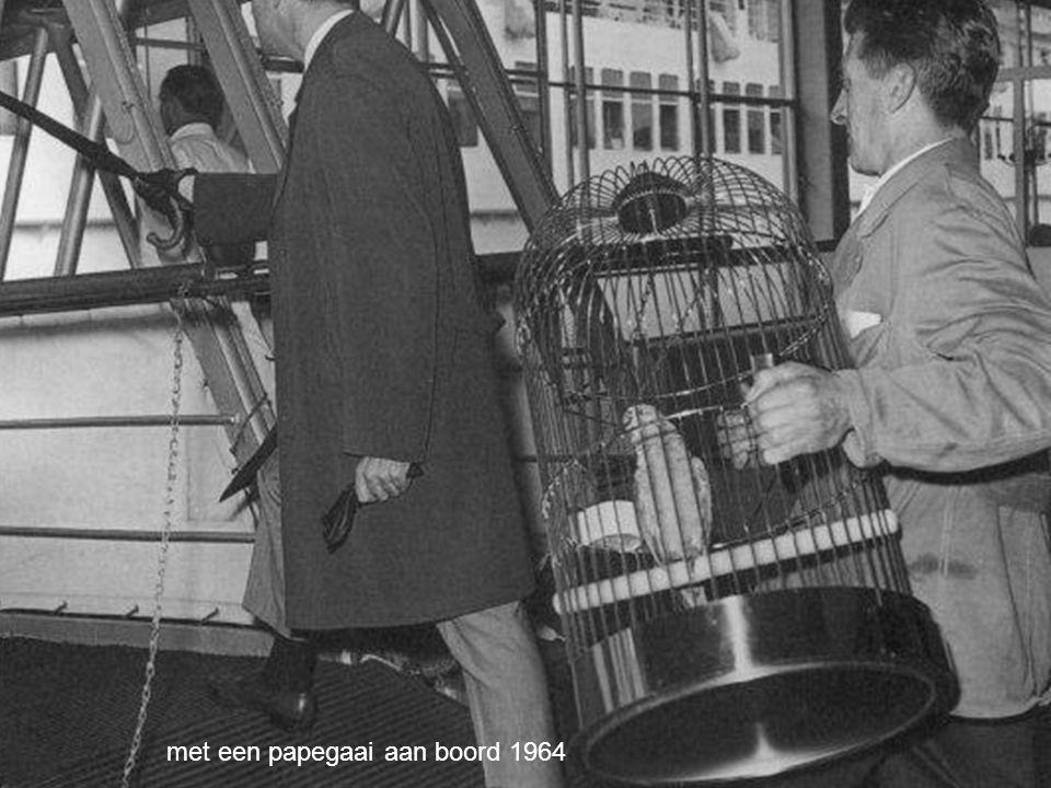 met een papegaai aan boord 1964