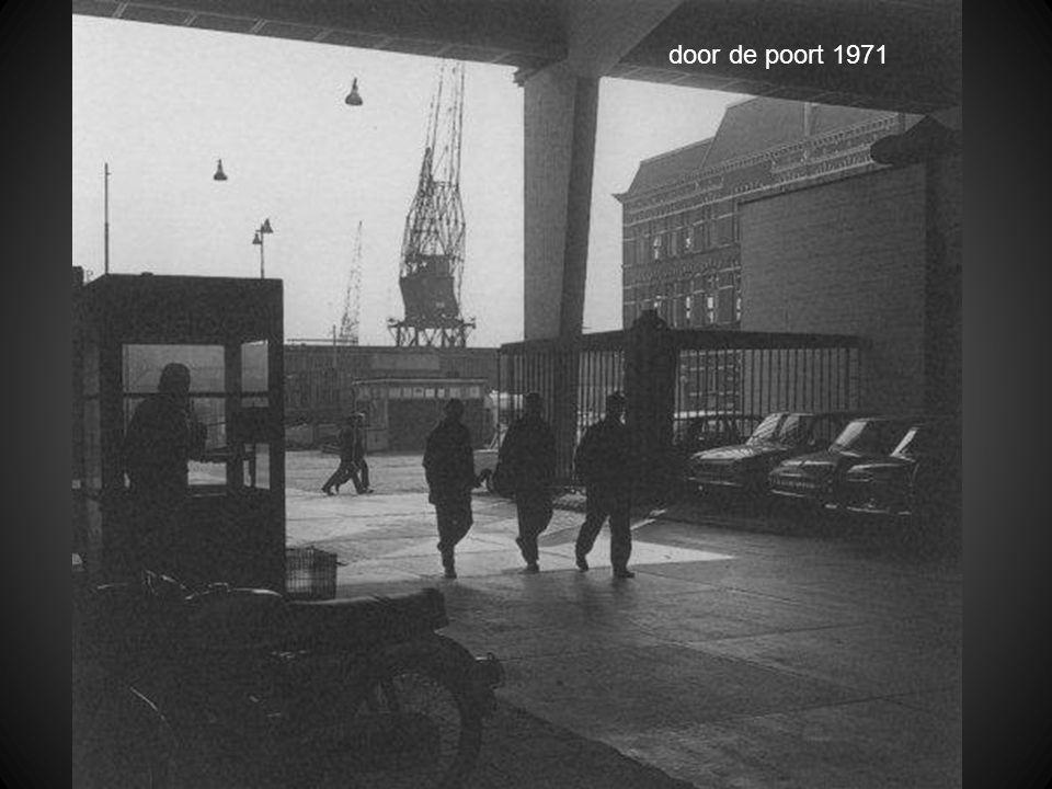 door de poort 1971