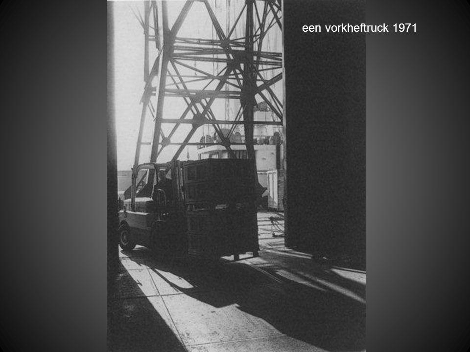 een vorkheftruck 1971
