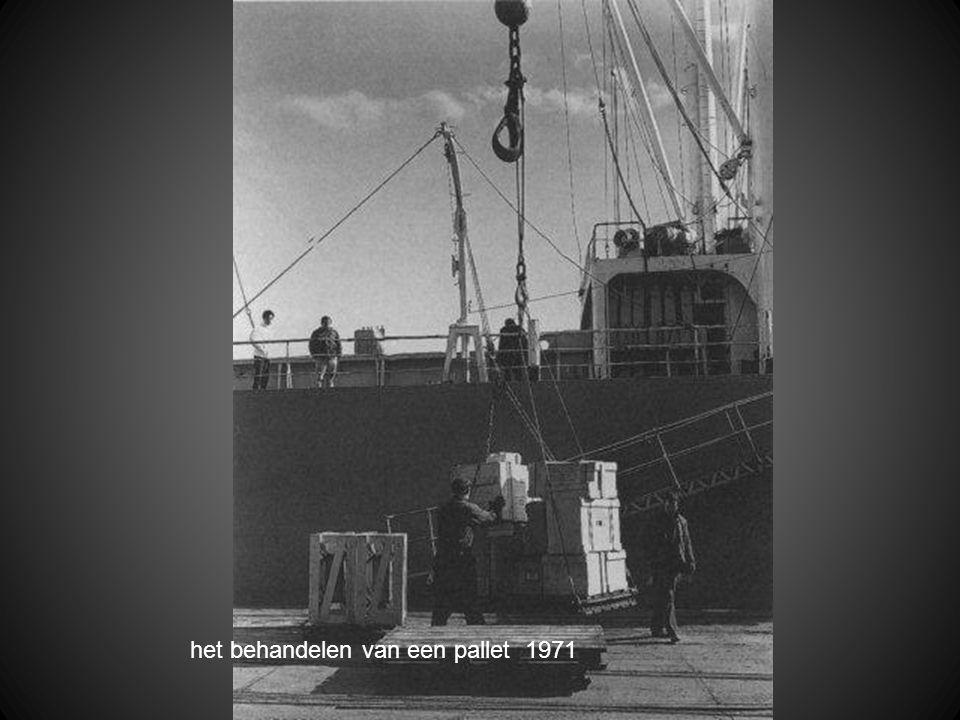 het behandelen van een pallet 1971
