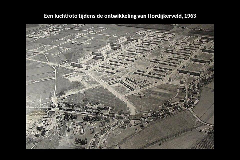 Een luchtfoto tijdens de ontwikkeling van Hordijkerveld, 1963