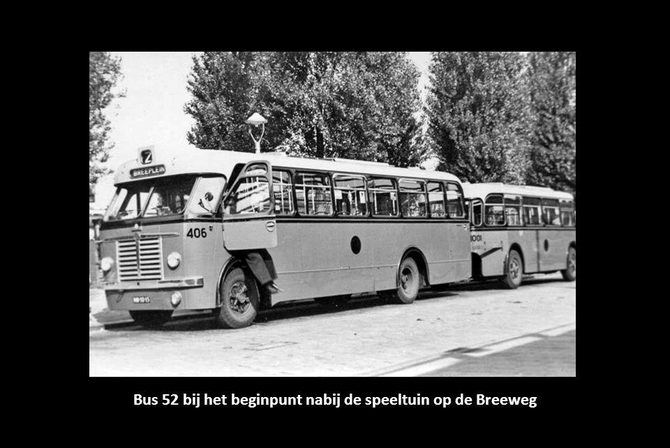 Bus 52 bij het beginpunt nabij de speeltuin op de Breeweg