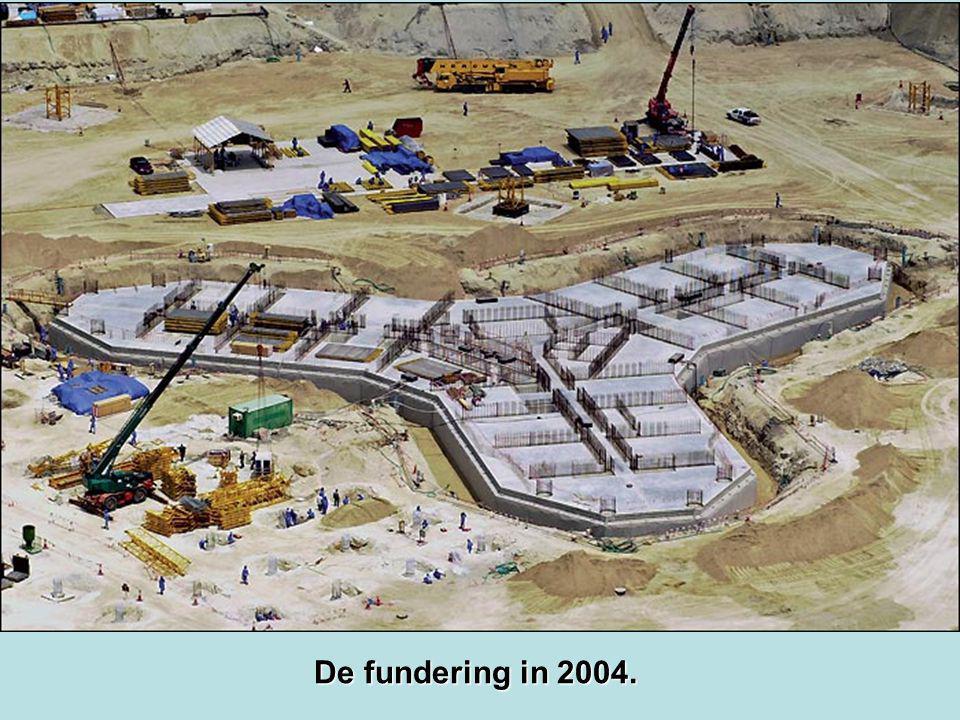 De fundering in 2004.