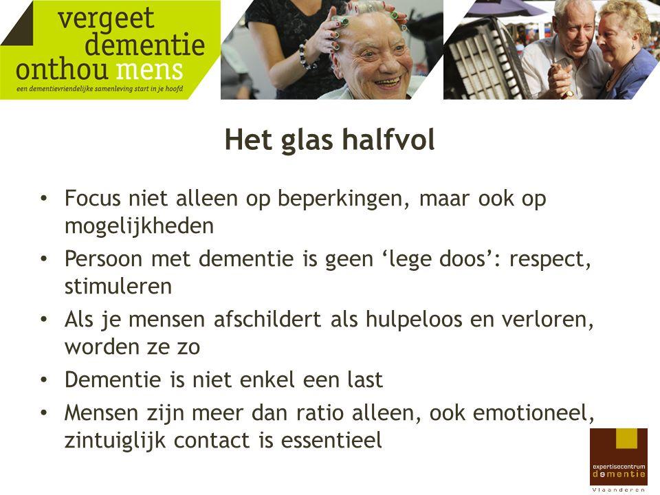 Het glas halfvol Focus niet alleen op beperkingen, maar ook op mogelijkheden. Persoon met dementie is geen 'lege doos': respect, stimuleren.
