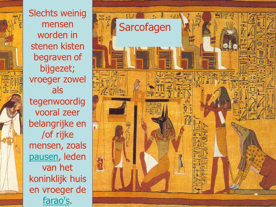 Slechts weinig mensen worden in stenen kisten begraven of bijgezet; vroeger zowel als tegenwoordig vooral zeer belangrijke en /of rijke mensen, zoals pausen, leden van het koninklijk huis en vroeger de farao s.