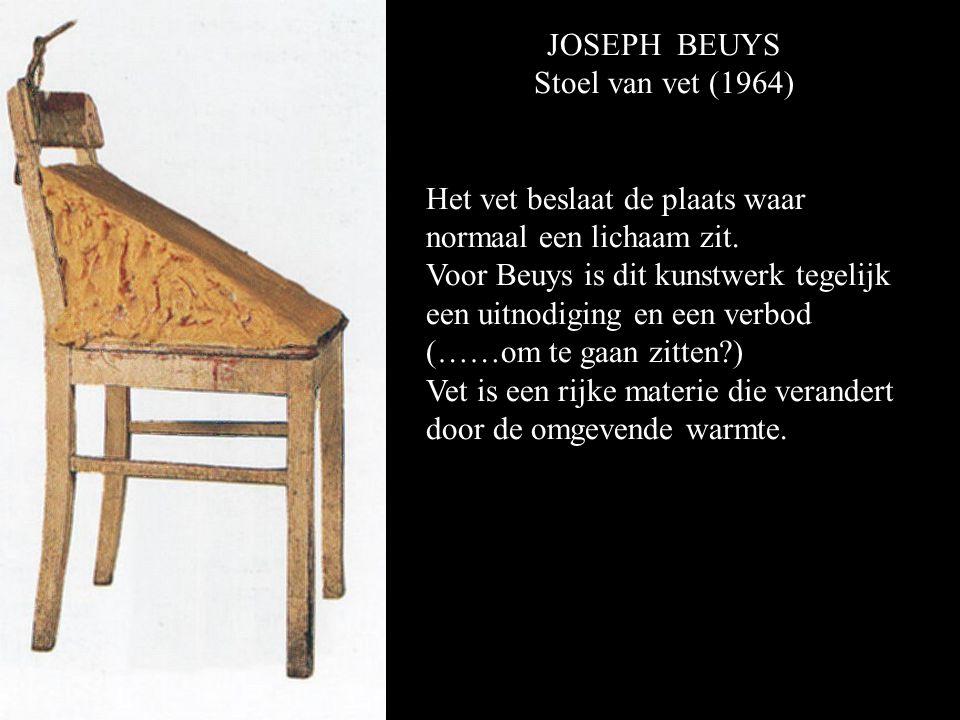 JOSEPH BEUYS Stoel van vet (1964) Het vet beslaat de plaats waar normaal een lichaam zit.