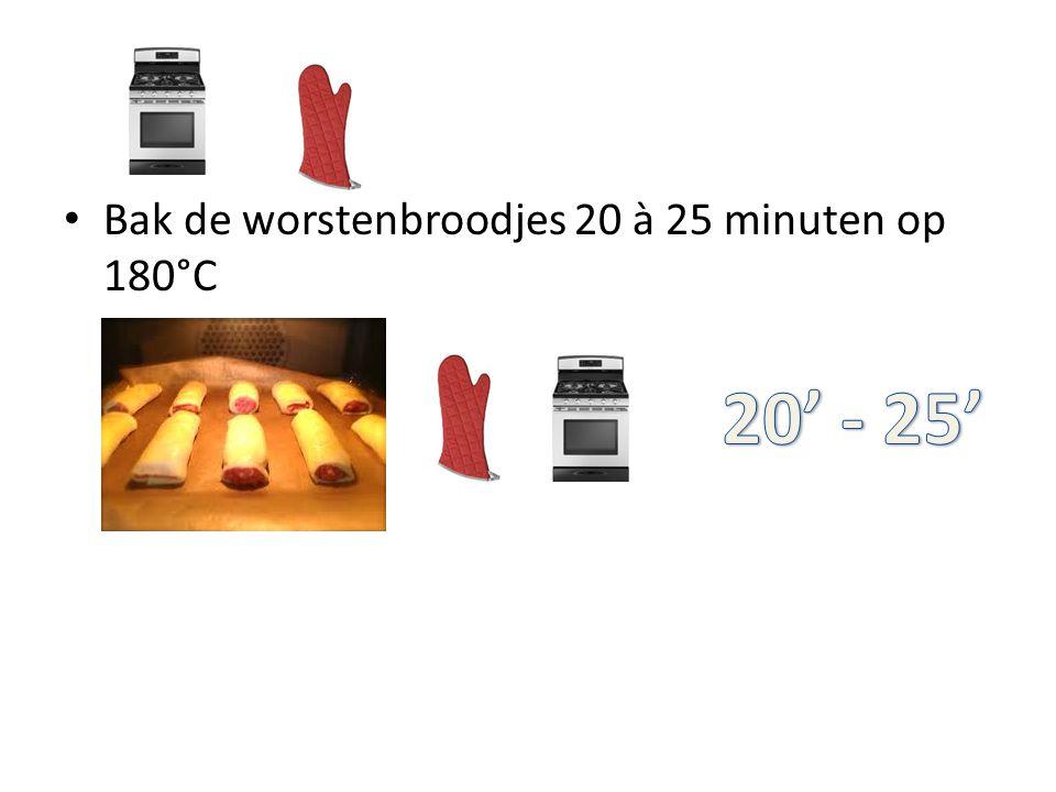 Bak de worstenbroodjes 20 à 25 minuten op 180°C