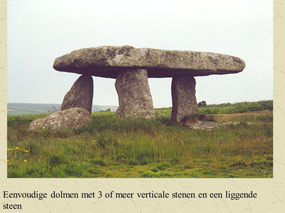 Eenvoudige dolmen met 3 of meer verticale stenen en een liggende steen