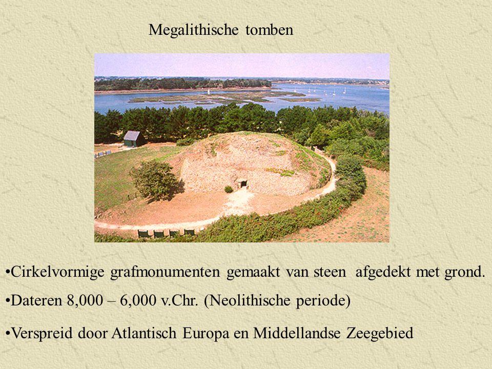Megalithische tomben Cirkelvormige grafmonumenten gemaakt van steen afgedekt met grond. Dateren 8,000 – 6,000 v.Chr. (Neolithische periode)