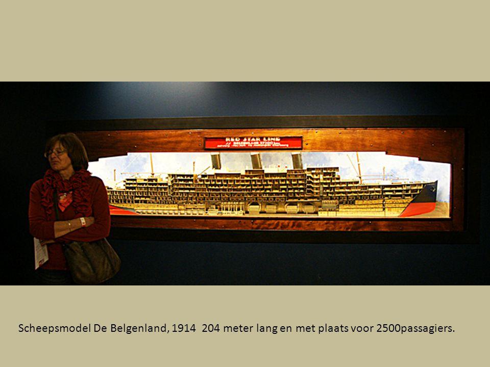 Scheepsmodel De Belgenland, 1914 204 meter lang en met plaats voor 2500passagiers.