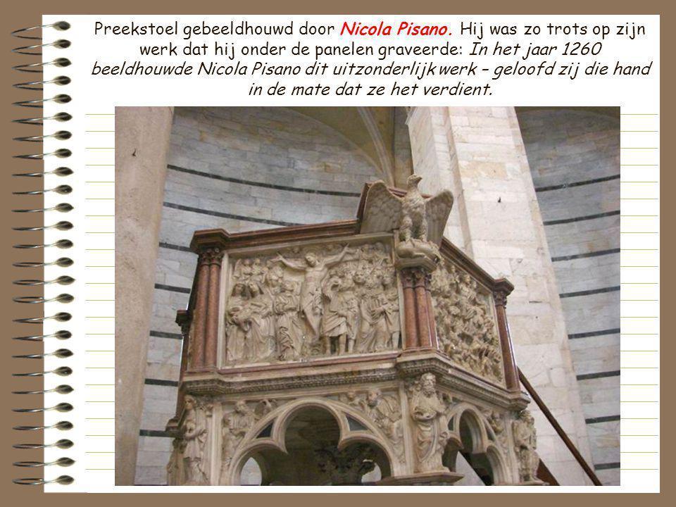 Preekstoel gebeeldhouwd door Nicola Pisano