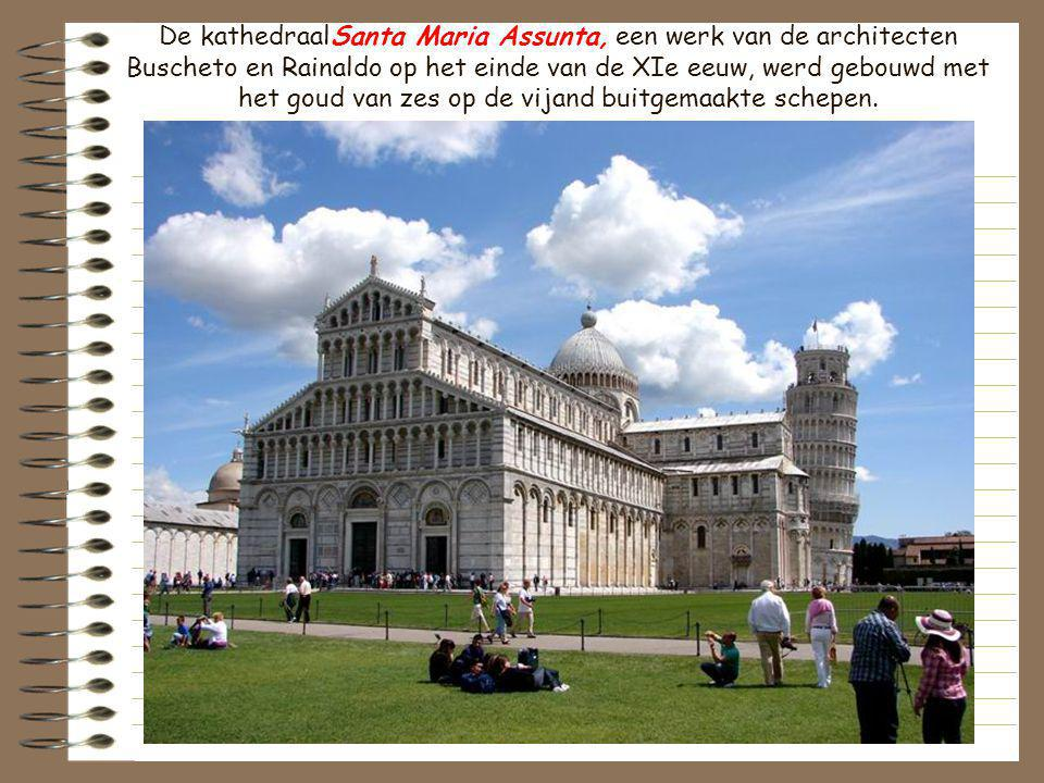 De kathedraalSanta Maria Assunta, een werk van de architecten Buscheto en Rainaldo op het einde van de XIe eeuw, werd gebouwd met het goud van zes op de vijand buitgemaakte schepen.