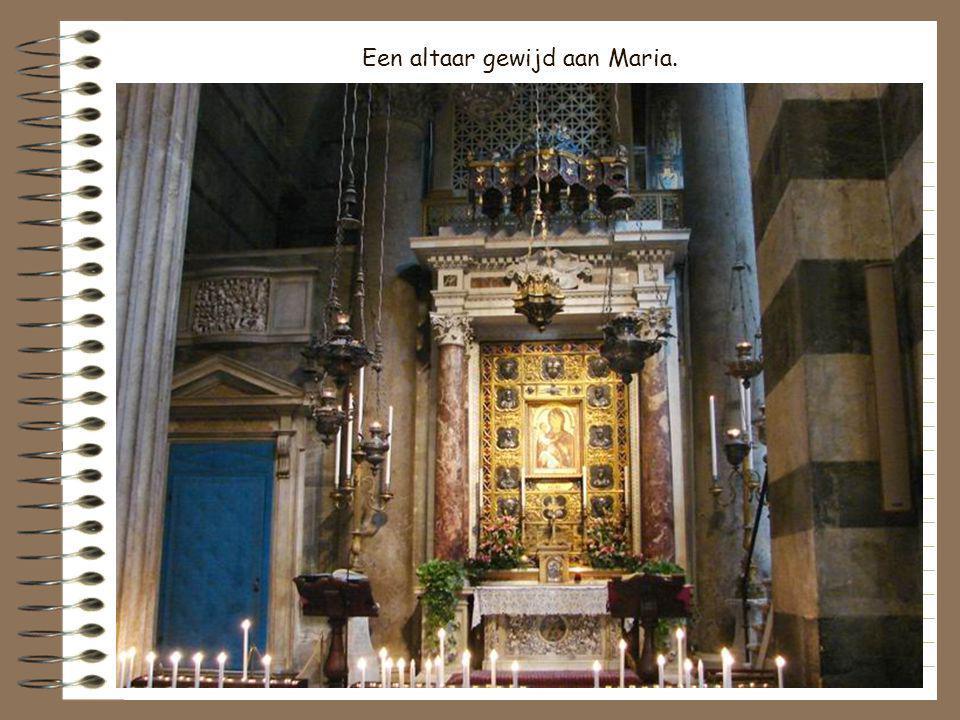 Een altaar gewijd aan Maria.