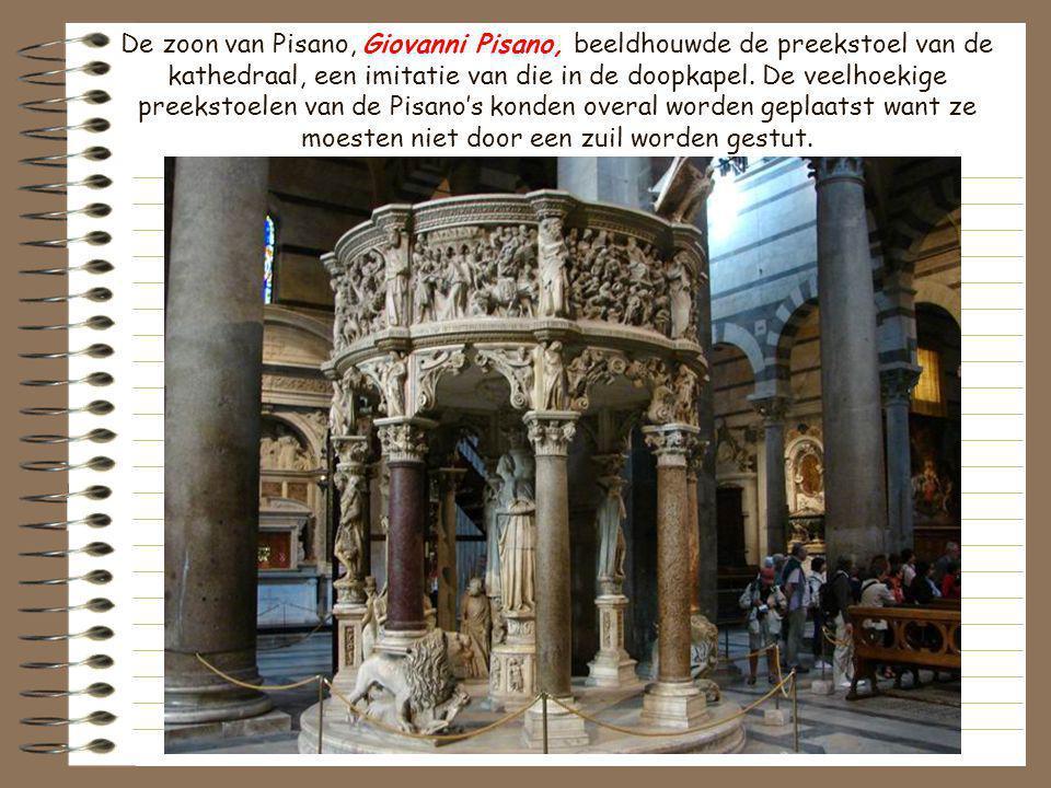 De zoon van Pisano, Giovanni Pisano, beeldhouwde de preekstoel van de kathedraal, een imitatie van die in de doopkapel.