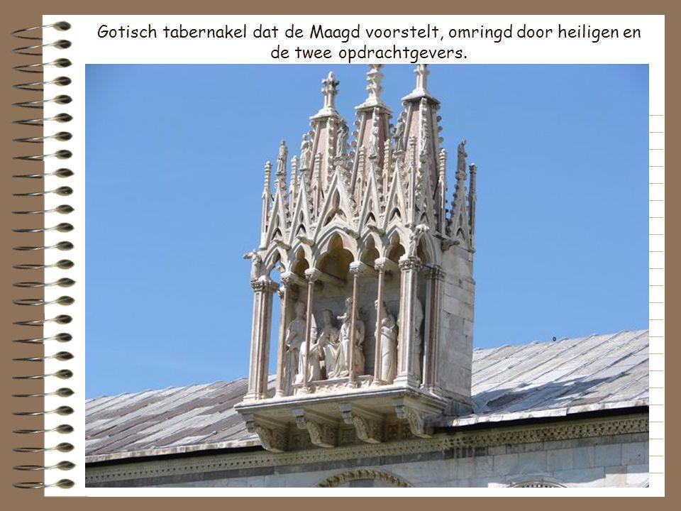 Gotisch tabernakel dat de Maagd voorstelt, omringd door heiligen en de twee opdrachtgevers.