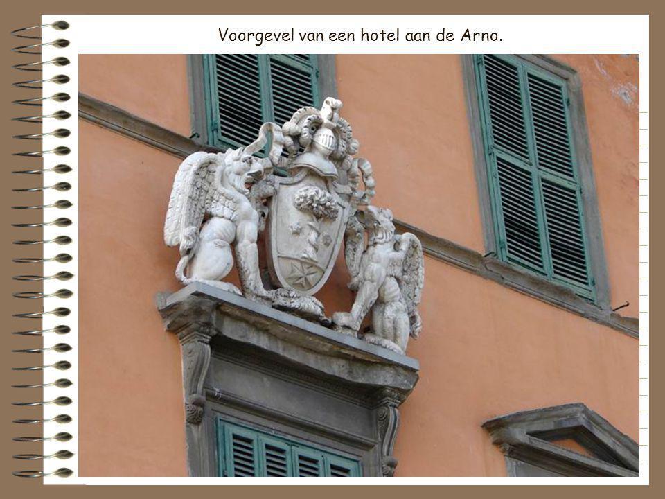 Voorgevel van een hotel aan de Arno.