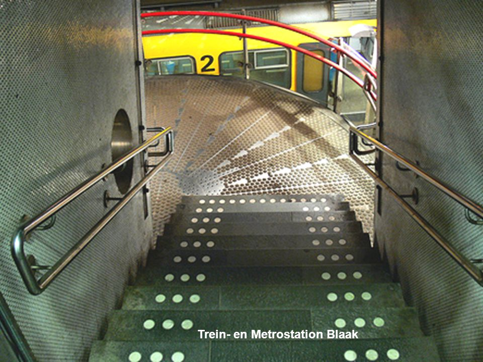 Trein- en Metrostation Blaak