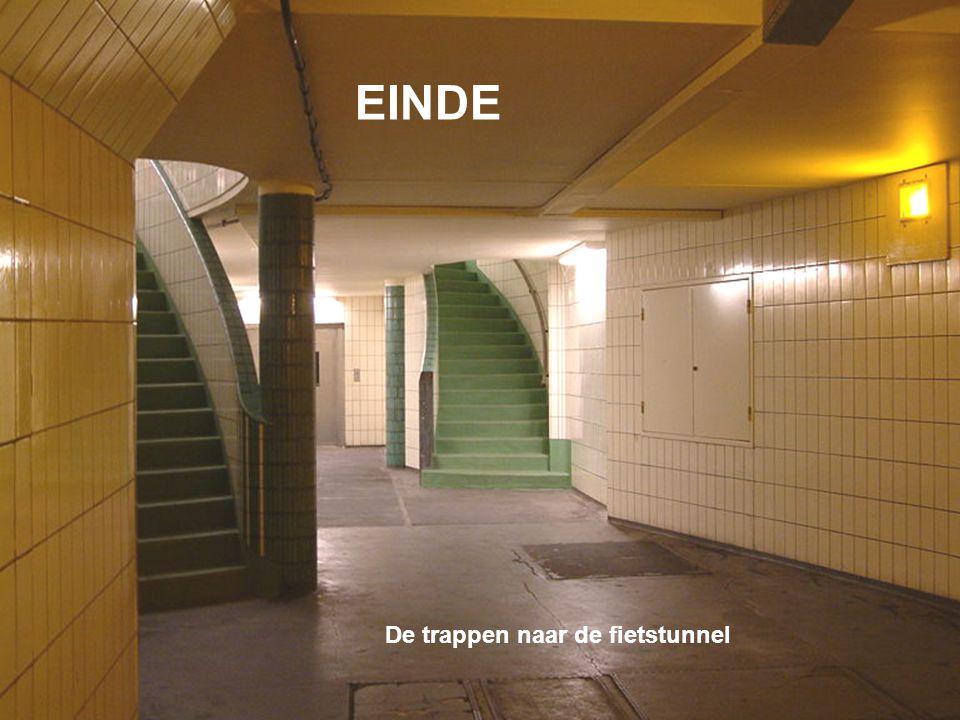 EINDE De trappen naar de fietstunnel